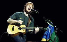 """Ed Sheeran se """"multiplica"""" no palco e emociona fãs em seu primeiro show no Brasil - Famosos - CAPRICHO"""
