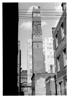 Looking east along what was once a much longer Knox Pl towards the State Library, past Coops Shot Tower through what would today be #Melbourne Central, late 1960s. Built 1889, it was a functioning industrial site right in the middle of the CBD until 1961. Melbourne Central, Melbourne Australia, Melbourne Victoria, Victoria Australia, Melbourne Architecture, University Of Westminster, Australia Photos, Tasmania, Historical Photos