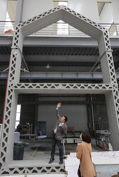 Printer Builds Ten Affordable Homes in 24 Hours: …in Shanghai, WinSun Decoration Design Engineering Co. has been using a monstrous printing device to build homes at a breakneck pace — 10 homes i… 3d Printing News, 3d Printing Business, 3d Printing Diy, 3d Printing Service, 3d Printing Technology, 3d Printed Building, 3d Printed House, Impression 3d, Imprimente 3d