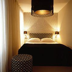 Olha que bonito vc pode fazer no quarto com 2 cores, coordenando as estampas e iluminando bem!