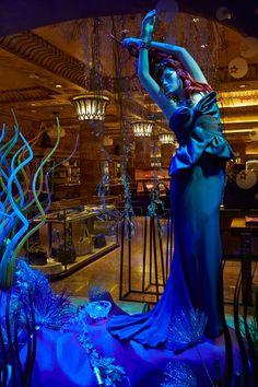 Harrods christmas windows designer disney princesses ariel by marchesa Christmas Windows, Christmas Window Display, Marchesa, Vogue Uk, Disney Style, Disney Love, Walt Disney, Disney Magic, Disney Art