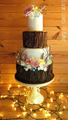 Hochzeitstorten gold Woodland Rustic Wedding Cake created by designed as tree stump cakes and beautiful sugar flowers Wood Cake, Wedding Cake Rustic, Rustic Cake, Forest Wedding Cakes, Vegan Wedding Cakes, Ruby Wedding Cake, Huge Wedding Cakes, Lace Wedding, Wedding Vintage