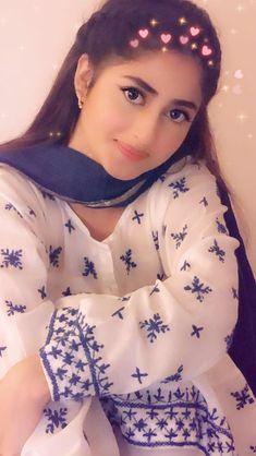 Pakistani Dresses Casual, Pakistani Dress Design, Pakistani Girl, Pakistani Actress, Sajjal Ali, Punjabi Models, Hijab Fashionista, Stylish Girl Images, Cute Girl Pic
