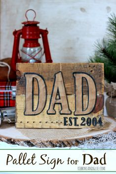 DIY Pallet Sign for Dad made from scrap pallet wood, Silhouette Cameo and faux leather paper. Easy Rustic Gift idea for Dad this Father's Day Diy Pallet Furniture, Diy Furniture Projects, Diy Pallet Projects, Wood Projects, Woodworking Projects, Woodworking Workbench, Wood Pallet Signs, Wood Pallets, Wood Signs