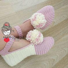 Crochet Baby Girl Sandals Mary Janes 59 Ideas For 2019 Crochet Girls, Crochet Woman, Crochet Baby, Knit Crochet, Crochet Slipper Pattern, Crochet Slippers, Loom Knitting, Knitting Socks, Crochet Designs