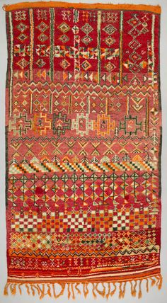 Africa | Floor rug from the Berber, Zemmour tribe living on the Marrakesh Plains in Morocco | ca. 1950 - 60 | Wool; knotted pile, weft-faced.