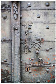 Détail de porte cochère, à Orthez :-)
