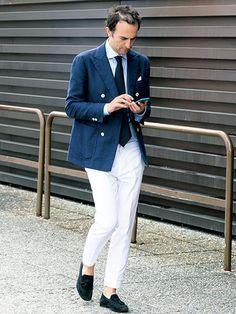 【MEN'S CLUB】紺 × 白の王道合わせもO型シルエットならモダン Navy Jacket, Blazer Jacket, Dapper Men, Pocket Square, Mens Fashion, Fashion Tips, White Jeans, Menswear, Street Style