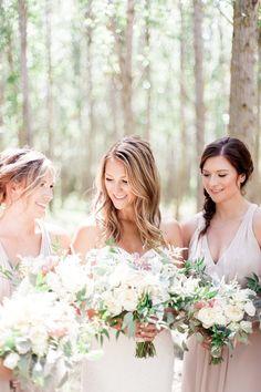 Blush Bridesmaid dresses, Bridesmaid poses, Bridal Party Poses, Winnipeg Wedding Photographer, Manitoba Wedding Photographer, Keila Marie Photography