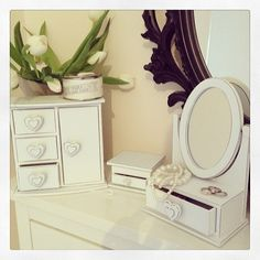 White shabby chic wooden jewellery and trinket collection Beautiful white shabby chic jewellery box set 24c high- highest point of mirrored piece Set