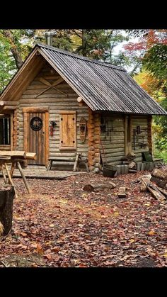 Log Cabin Living, Small Log Cabin, Little Cabin, Tiny House Cabin, Cabin Homes, Cozy Cabin, Log Homes, Old Cabins, Tiny Cabins