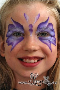 Lonnies Ansigtsmaling - Butterfly mask.  Lots of pop and can be done very quickly.