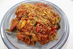 끝내주는 맛!! 만물상 이보은 황태콩나물찜 만들기 Korean Food, Japchae, Spaghetti, Beef, Chicken, Cooking, Ethnic Recipes, Meat, Kitchen