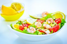 Salad with shrimp and grapefruit