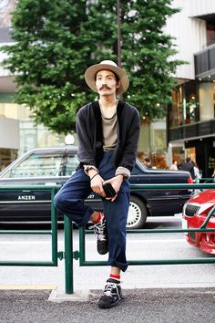Name: Keke | けけ  Occupation: Shop assistant (HYU-MEN) | 販売員 (ヒューメン)  Jacket: Used | 古着  Top: Maison Martin Margiela | メゾンマルタンマルジェラ  Trousers: Used | 古着  Shoes: Used | 古着  Hat: Used | 古着
