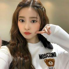 Kpop Girl Groups, Kpop Girls, Yu Jin, Seulgi, Beautiful Celebrities, Ulzzang, Korea, Idol, Female