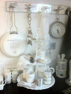 living room ideas – New Ideas Beautiful Kitchens, Beautiful Interiors, Rivera Maison, White Cottage, Decorating Coffee Tables, Tray Decor, Shabby Chic Style, Decoration, Seasonal Decor