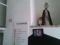 vi svelo una chicca... :) nel nostro ufficio abbiamo una piccola e carinissima statuina di San Gennaro che ci protegge...e che coinvolgiamo in tutti i momenti importanti e speciali! facendo il sopralluogo alla Controra, troviamo un scultura di San Gennaro costruita con carta di giornale...e noi: è un segno! Anche San Gennaro dice si ad ALTO FEST!  :)