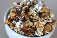 It's only the best popcorn ever--huge hit every time I make it! Cinnamon Caramel Corn with Pecans & White Chocolate {AKA Cinnamon Bun Popcorn! Delicious Desserts, Dessert Recipes, Yummy Food, Tasty, Kid Recipes, Corn Recipes, Celiac Recipes, Yummy Snacks, Sweet Recipes