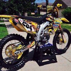 Suzuki Dirt Bikes, Suzuki Motorcycle, Moto Bike, Cool Dirt Bikes, Mx Bikes, Hummer, Dirt Bike Riding Gear, Yamaha Wr, Enduro Motocross