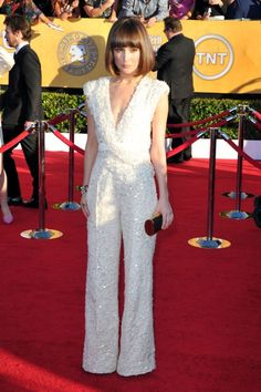 Rose Byrne in Elie Saab with Lena Erziak clutch and Jimmy Choo shoes 50s Costume, Hippie Costume, Sparkly Jumpsuit, Elie Saab Couture, Sag Awards, 70s Fashion, Hippie Fashion, Rave Wear, Red Carpet Fashion