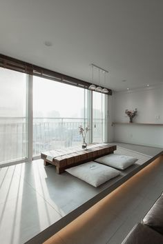 Lots of natural lights, colors and fibers. Small Space Interior Design, Home Room Design, Home Interior Design, Interior Architecture, Living Room Designs, House Design, Japan Interior, Japanese Home Decor, Minimalist Interior