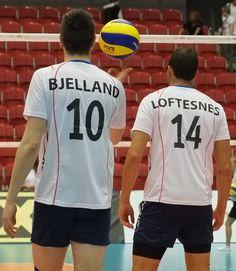 Kristian Bjelland med èn finger på ballen. Volleyball, Finger, Sports, Tops, Fashion, Hs Sports, Moda, La Mode, Fingers