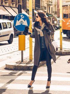 知花くらら Domani Japanese Beauty, Style Icons, Winter Fashion, Denim, Elegant, My Style, Trench, Coat, Womens Fashion
