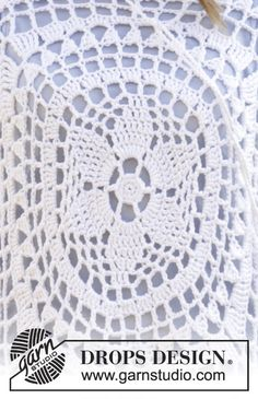 """Janis - Crochet DROPS jumper worked in a square with flounce sleeves and lace pattern in """"Paris"""". Size: S - XXXL. - Free pattern by DROPS Design Pull Crochet, Crochet Jumper, Crochet Wool, Crochet Motifs, Crochet Stitches Patterns, Crochet Blouse, Crochet Chart, Free Crochet, Drops Design"""