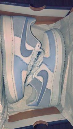 Jordan Shoes Girls, Girls Shoes, Teen Shoes, Nike Shoes Air Force, Nike Air Force 1 Outfit, Cute Sneakers, Sneakers Nike, Adidas Shoes, Adidas Outfit