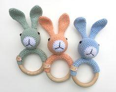 Mesmerizing Crochet an Amigurumi Rabbit Ideas. Lovely Crochet an Amigurumi Rabbit Ideas. Crochet Baby Toys, Crochet Amigurumi Free Patterns, Crochet For Kids, Diy Crochet, Crochet Dolls, Baby Knitting, Baby Rattle, Stuffed Toys Patterns, Baby Patterns