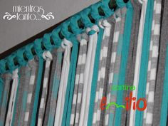 Cortina de totora en tonos turquesa, gris , celeste y blanco Diy Projects To Try, Home Projects, Craft Projects, Crochet Stitches Free, Bohemian House, Boho, Macrame Curtain, Home Curtains, Macrame Art