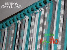 Cortina de totora en tonos turquesa, gris , celeste y blanco