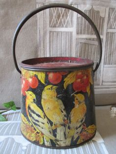 Boite à Biscuit tôle ancienne forme panier decor oiseaux bon état 11,5cm haut