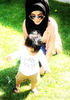 nice hijab style with glasses Islamic Fashion, Muslim Fashion, Modest Fashion, Hijab Fashion, Muslim Family, Muslim Couples, I Love Mom, Mothers Love, Hijabs