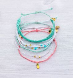 Who doesn't love Key West? The NEW Key West Pack is the second best thing to being there in person 🍍💕 Enjoy OFF your next Pura Vida purchase by using code: at checkout! Summer Bracelets, Cute Bracelets, Summer Jewelry, Handmade Bracelets, Stackable Bracelets, Earrings Handmade, Jewelry Model, Cute Jewelry, Jewelry Accessories