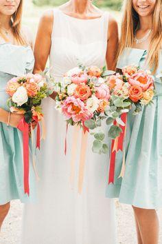 Un mariage corail et vert d'eau dans le Finistère à découvrir sur le blog mariage www.lamarieeauxpiedsnus.com - Photos : Sophie Delaveau