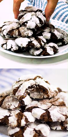 Chewy fudgy Chocolate Crinkle Cookies are pretty and easy to make. They're rich and decadent and are perfect for Christmas baking and cookie exchanges! Chocolate Crinkle Cookies, Chocolate Crinkles, Baking Recipes, Cookie Recipes, Dessert Recipes, Galletas Crinkle, Crinkles Recipe, Frozen Chocolate, Small Desserts