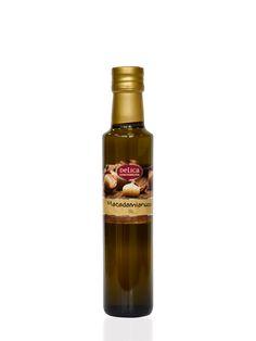 """Macadamianussöl -Die """"Königin"""" der Nüsse - einzigartig im Geschmack! Vollmundig kräftig-nussig ist das Öl ideal für gehaltvolleSalate, Marinaden und Gemüsegerichte. Dieses besondere Feinschmecker-Nussöl hat - naturbedingt - eine leichte Trübung. Dies stellt keine Qualitätseinbußen dar, es ist vielmehr ein Zeichen der besonderen Qualität dieses Naturproduktes."""
