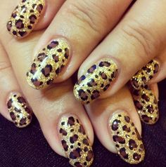 32 #Winter designs for #nails with #glitter! #nails #Beauty #gold #nailsart Looking beautiful ideas to impress with your manicure into the holidays, but generally this winter? See the wonderful designs for nails with glitter I suggest you! Surely our nails are in the list, for what things they want anyway grooming for Christmas Day and New Year. #animal #print