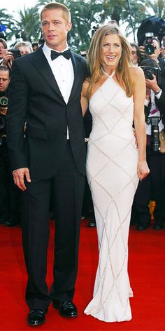 In 2004, Jennifer Aniston attended the Troy premiere in a Helen-worthy Atelier Versace halter gown