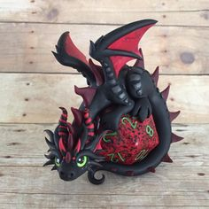 This is my part of a gift exchange with my good friend She requested a mama and baby dragon and let me. Mama Dragon with Three Babies Polymer Clay Dragon, Polymer Clay Figures, Cute Polymer Clay, Polymer Clay Animals, Cute Clay, Polymer Clay Projects, Polymer Clay Creations, Crea Fimo, Dragon Crafts