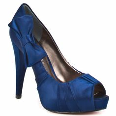 """when we get married i want blue heels.. that could be my """"something blue"""". and these shoes are adorable! love the bow on the side."""