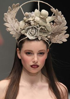 Amazing headpiece!    Le Blog de Sushi
