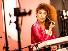 Vocalista da Banda Uó, a transexual Candy Mel estrela campanha da Avon para o Outubro Rosa (Foto: Divulgação)