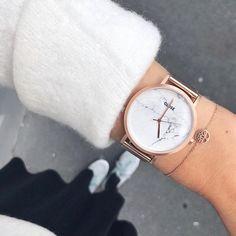 Ihr lieben, ich hoffe ihr seid gut in diese verkürzte Woche gestartet ☀️Ich war heute bummeln und Dank der Glamour-Shopping Week gibt es ja momentan wirklich einige Schnäppchen.. 😏😍 |Werbung| falls ihr auch ein Schnäppchen machen wollt: mit dem Code CLASOPHIA15 bekommt ihr noch bis Mitte Oktober 15% auf alle CLUSE Produkte 😍😊Ich trage meine Uhr täglich und bin ein riesengroßer Fan 💕Habt noch einen schönen Abend! #cluse#fallforcluse #anzeige#werbung…