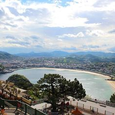 +++Eindrücke+++ Blick vom Monte Igueldo auf die Bucht von San Sebastian. Hatte da oben mein Hotel und bin dann ganz entspannt mit der Drahtseilbahn in die Stadt gefahren. :)   #reisen #travel #spanien #spain #monteigueldo Visit San Sebastian Spain.info Visit Basque Country