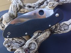 Check out our list of the best 10 self defense knives for 2015. Many of the knives we have chosen are currently retailing at up to 50% discount too!  http://bestselfdefenseknife.com/10-best-self-defense-knives/