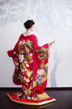 99 Unique Japanese Wedding Dress Ideas for Your Inspiration - VIs-Wed Japanese Wedding Kimono, Japanese Kimono, Japanese Fashion, Asian Fashion, Japanese Geisha, Women's Fashion, Traditional Kimono, Traditional Dresses, Traditional Chinese