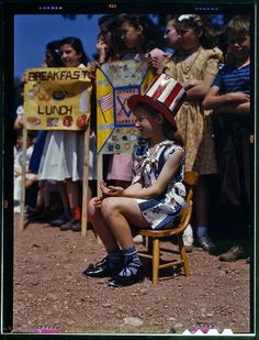 COLOUR PHOTOGRAPHS OF AMERICAN CHILDREN, 1940S